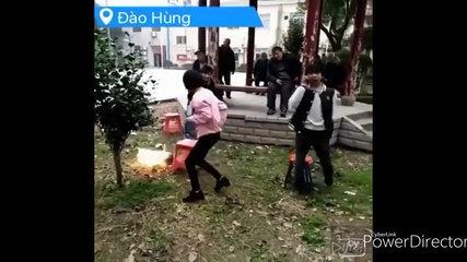 Funny Chinese videos - Prank chinese 2017 can'asdt stop laugh