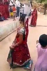 Rajasthani dance !! Funny dance !! Desi dance tadka....