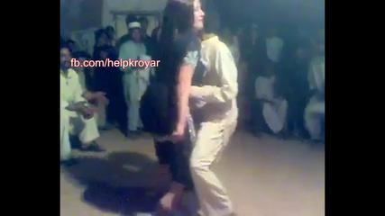Funny Dance By Pakistani Girl And Boy