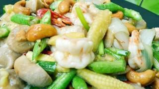 Thai Food Cooking Tutorial: Chicken And Cashew Nuts Stir Fried