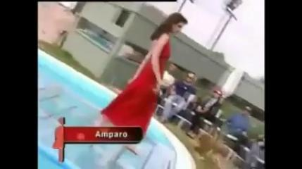 Very Funny Models Are Falling During Catwalk On Ramp