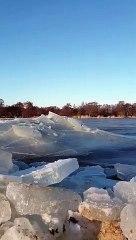 Des vagues de glace en Lituanie... Impressionnant
