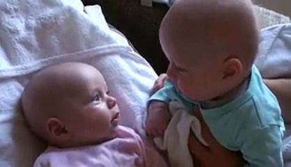 Amazing And Smart Sevimli İkizler Dertle şiyorlar Two Small Cute Babies Funny Video Clip.