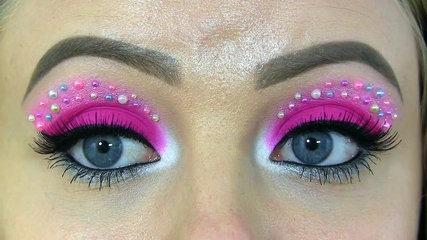 Monster High's Catty Noir Makeup Tutorial