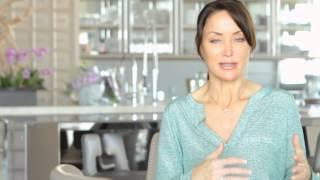 SASSY TIPS FROM NICOLE SASSAMAN ON HOW TO DECORATE YOUR TABLE WITH ORANGE, SILVER AND TURQUOISE.