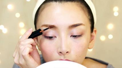 [English Subs]My Everyday Eyebrows & Eyeliner Tutorial + Revlon Product Review  眉マスカラとアイライナーの使い方