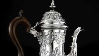 ANTIQUE 18thC GEORGIAN SOLID SILVER EMBOSSED CRESTED COFFEE POT, LONDON C.1770