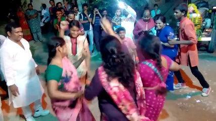 Colony Women's Street Dance || Funny Whatsapp Videos