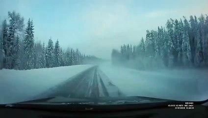 Conduire sur les routes enneigées en Russie _ vraiment dangereux