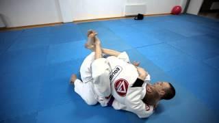 Brazilian Jiu Jitsu Tutorial (Джиу Джитсу) атака из гарда 1
