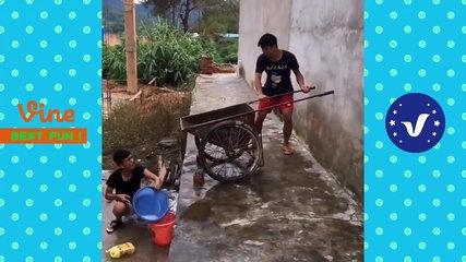 Funny Videos 2017 ● People doing stupid things P63-L550xfUu7PQ.CUT.02'19-02'55