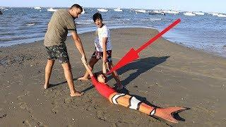 A sick siren at the beach, kids pretend play funny videos for kids
