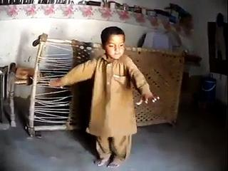 Banyga Nya Pakistan  Very Funny Dance By Babby Latest 2015