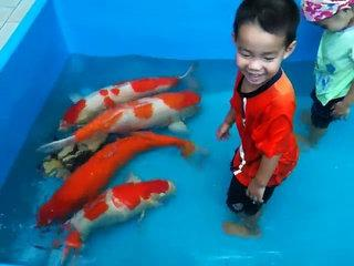 funny kid , Giant fish !!!!!