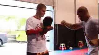 Muay Thai Tutorial And Demonstration Of The Scissor Knee