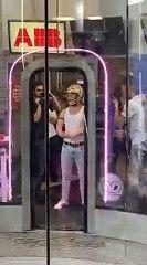 Hommage à Freddie Mercury dans un simulateur de chute libre - Bohemian Flightsody