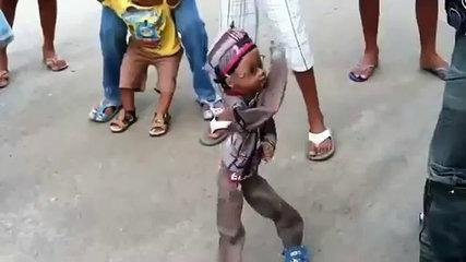 Amzaing & Funny Puppet Does Dominican Dance -