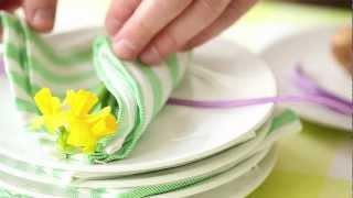 Easter: Inspirational Decorations With Cut Flowers And House Plants