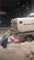 La Reine des Neiges libère la police coincée dans la neige